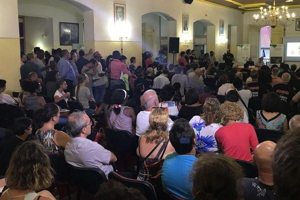 Une salle bondée pour le débat public de la Montagne d'Or à la mairie de Cayenne