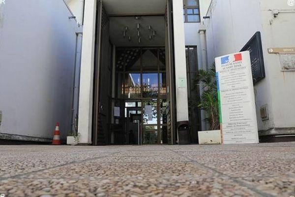 Le palais de justice de champ-Fleuri.