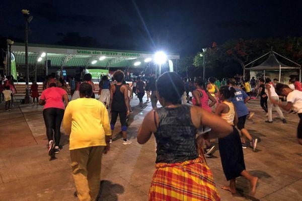 Danse dans la ville à Petit-Bourg