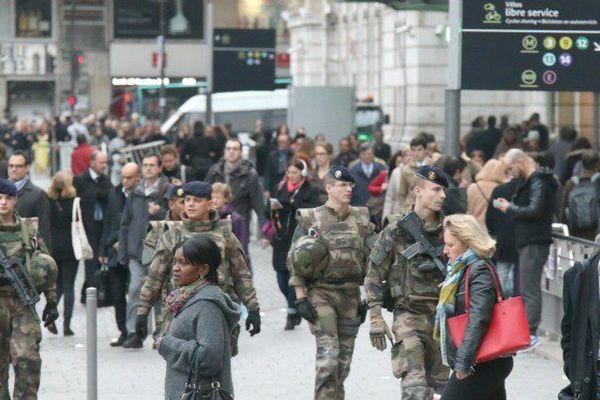 Militaires en patrouille à Paris
