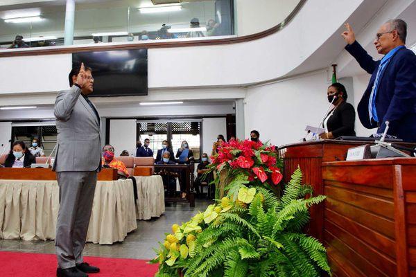 Surinam : Santokhi élu président le 13 juillet 2020