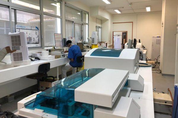 Le laboratoire de l'hôpital de Cayenne