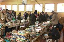 Le préau du Feu Rouge transformé en grande librairie