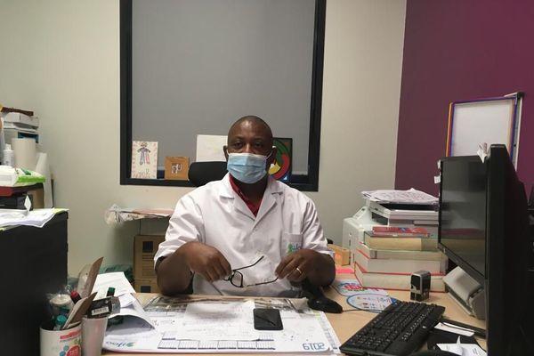 Docteur Crépin Kezza médecin chef des urgences du CHOG, et directeur médical de la cellule de crise au CHOG.