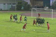 Golden Lion (en rouge) et le Club Franciscain (en vert), deux des meilleures équipes de football en Martinique.