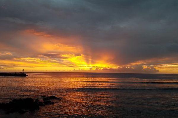 Coucher de soleil sur le port de Saint-Gilles
