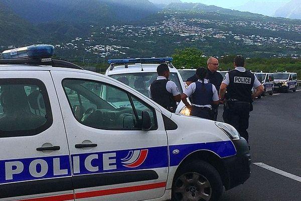 Police au Port pour l'arrivée de l'AidaBlu 5 mars 2020