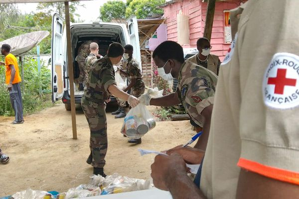 Distribution de l'aide alimentaire à Saint-Laurent