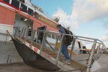 """Embarquement à bord du """"Betico 2"""" le 18 septembre, pour une rotation spéciale de rapatriement vers Lifou."""