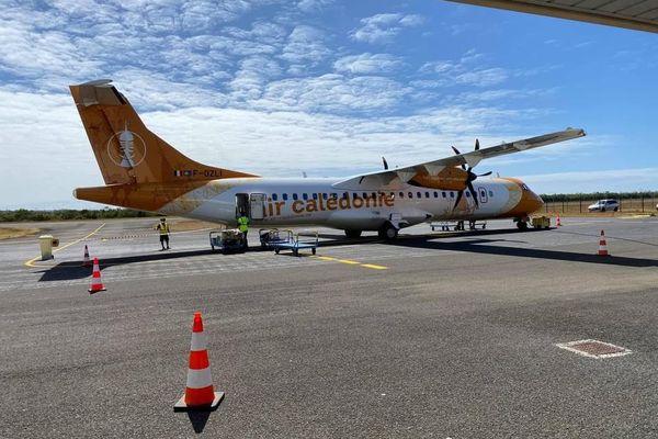 Arrivée du premier vol de rapatriement de reconfinement à Maré, le 21 septembre. Confinement. Rapatriement