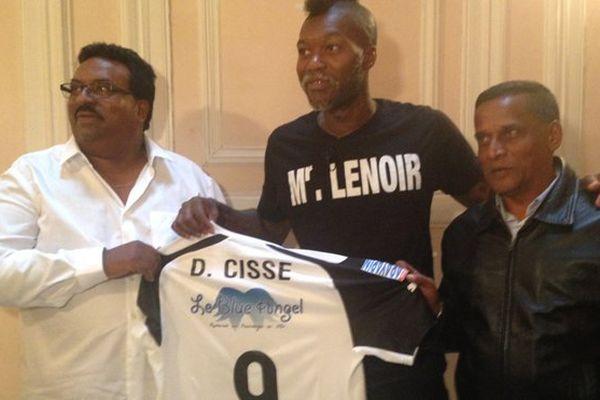 Le footballeur Djibril Cissé signe au club . de la .