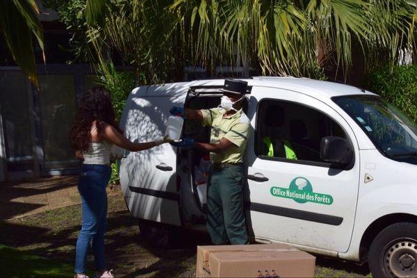 Pour préparer l'après-confinement, l'entretien des sentiers reprend à La Réunion