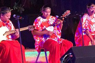 Uku Hine s'éclate au Festival du ukulele