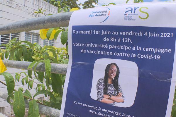 Centre éphémère de vaccination à l'UA