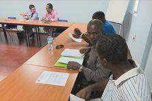 Négociations entre la direction et les grévistes de la société GPAF, (Groupement Pétrolier Avitaillement Fort-de-France), le dimanche 13 août au Lamentin.