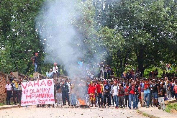 Manifestation des étudiants à Mada université dec 2019