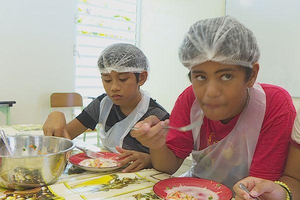 Apprendre aux enfants à cuisiner pour éviter de gaspiller