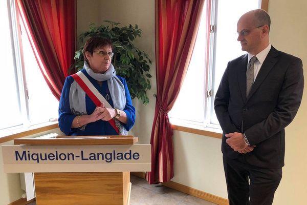 Danièle Gaspard recevant l'Ordre des palmes académique du ministre Jean-Michel Blanquer en mai 2018.