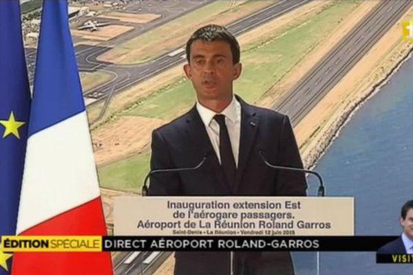 Manuel Valls à l'aéroport