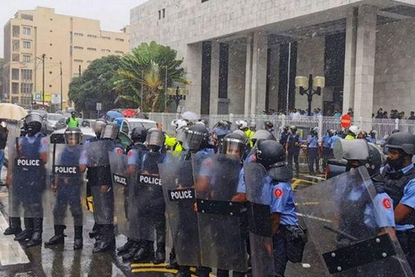 Manifestation devant le tribunal de Port-Louis 12 janvier 2021