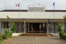 Le parvis de la mairie de Kourou