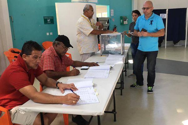 Vote deuxième second tour élections législatives Dumbéa maison de la jeunesse (18 juin 2017)