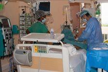 Malade pris en charge à l'hôpital (image d'illustration)