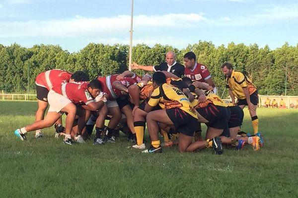 Le Petit Train de Païta (Bordeaux) a remporté son premier match de la saison 12-8 contre le CREC (jaune)