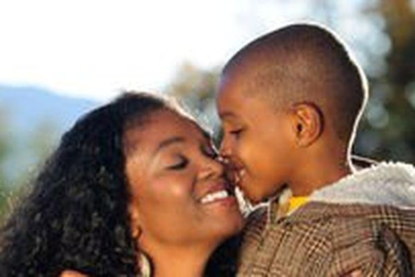 Baiser entre parent et enfant