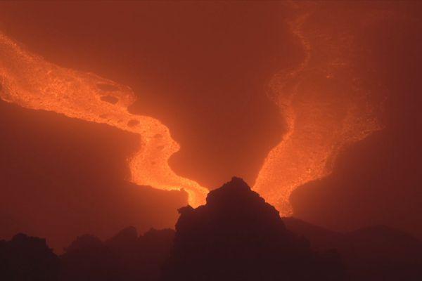 La coulée de lave visible sur la Route des Laves