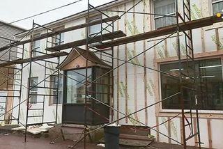travaux d'isolation sur un bâtiment à Saint-Pierre