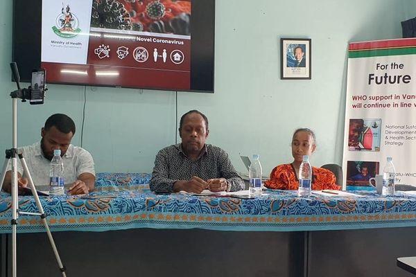 Le directeur de la santé publique vanuataise, le docteur Len Tarivonda, en conférence de presse Covid, 12 novembre 2020.