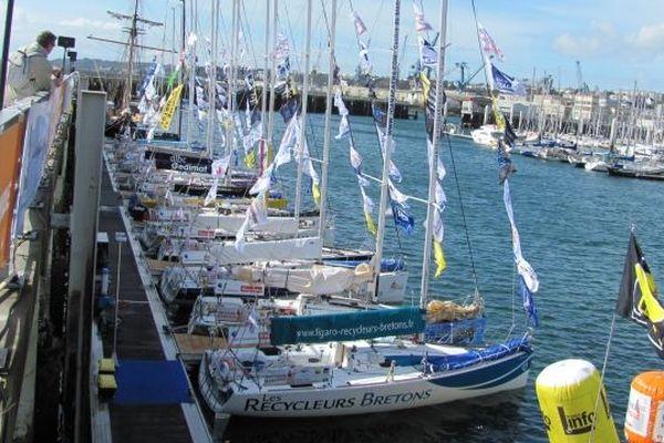 Les quinze bateaux dans le port