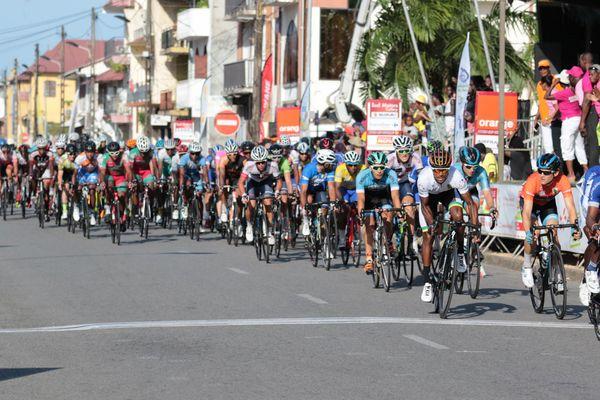 Le peloton sur la dernière étape du tour 2017