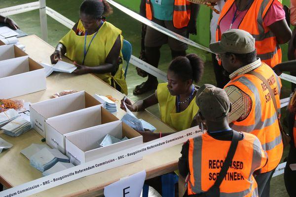 Dépouillement du éréfrendum à Buka