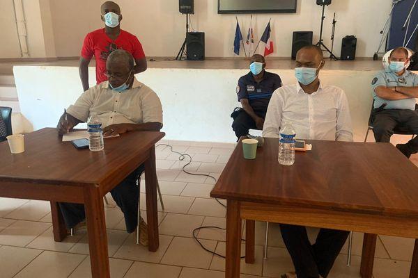 Rencontre des élus et manifestants à SADA