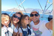 Depuis 4 ans, cette famille suisse voyage à travers le monde sur un voilier à la découverte de contrées lontaines.