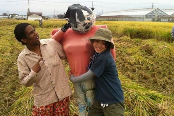 """Gérald René-Corail, """"Un Martiniquais au Japon"""" à la récolte du riz"""
