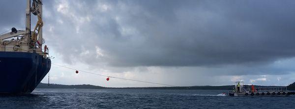 1er ballon de flottaison du câble TUISAMOA à 5h45 du matin