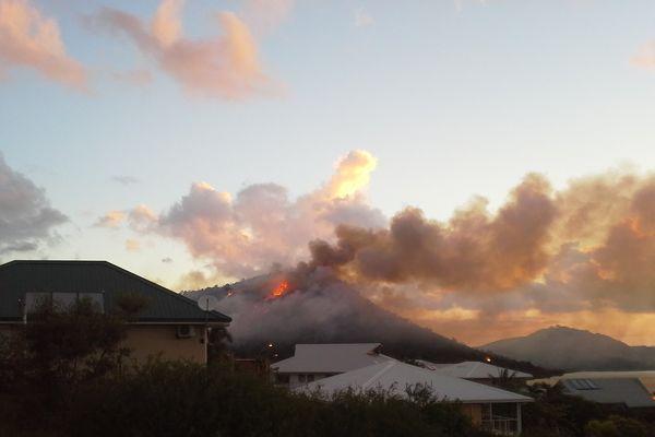 Incendie aux environs du pic des morts à Apogoti