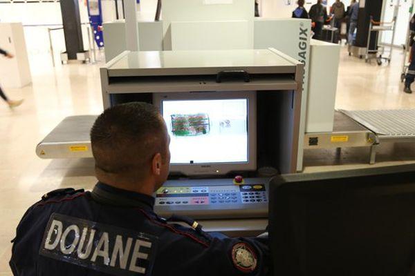 Saisie record de cocaïne pour les douanes d'Orly en 2014
