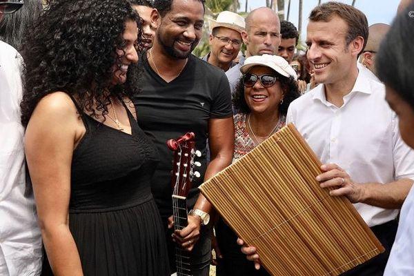 Emmanuel Macron au pique-nique à Grand-Anse.