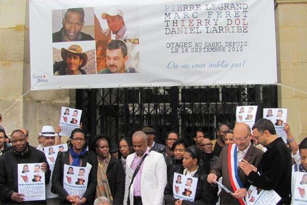 Rassemblement soutien otages à Saint-Denis