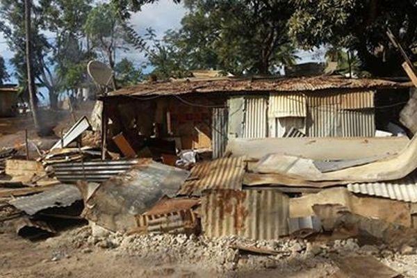 bangas dfétruits à Kawéni ce lundi matin