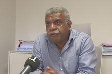 Louis Mapou explique la position de l'Uni, mercredi 12 mai, à Nouméa.