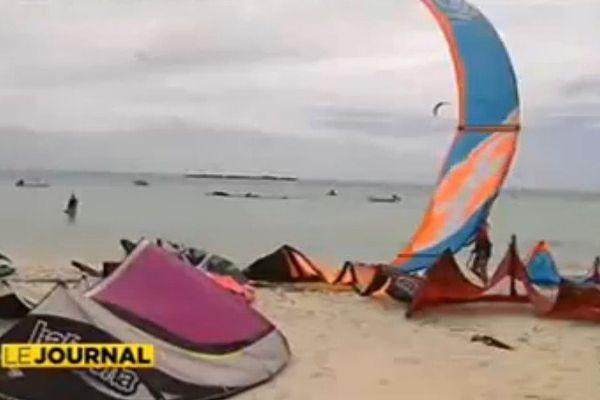 Moorea : les kitesurfeurs indésirables sur le spot de Tiahura