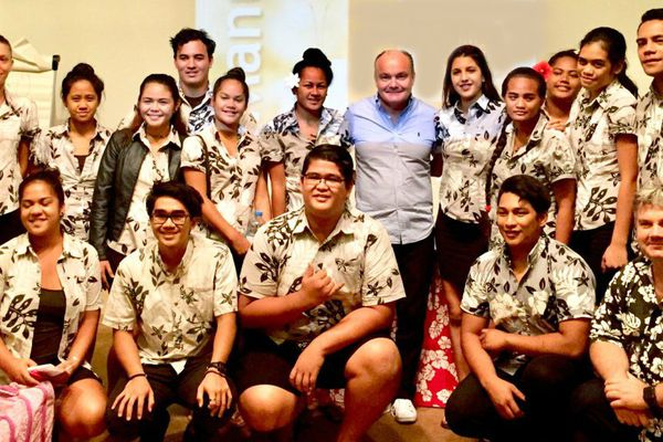 Olivier Poussier et les élèves du lycée hôtelier