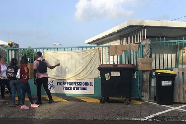 grève lycée Place d'Armes