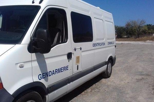 Identification criminelle Gendarmerie lors d'un incendie de voitures à Saint-Paul 290918