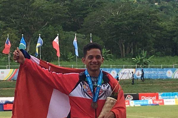 Magoni Tauvale, médaillé de bronze au saut à la perche
